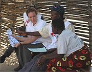 D.R. Kongo 2007: Zu den Aufgaben von Esther Verbeek gehört es auch, ihre Kenntnisse weiterzugeben.